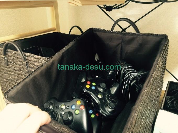 ゲームコントローラや備品の収納