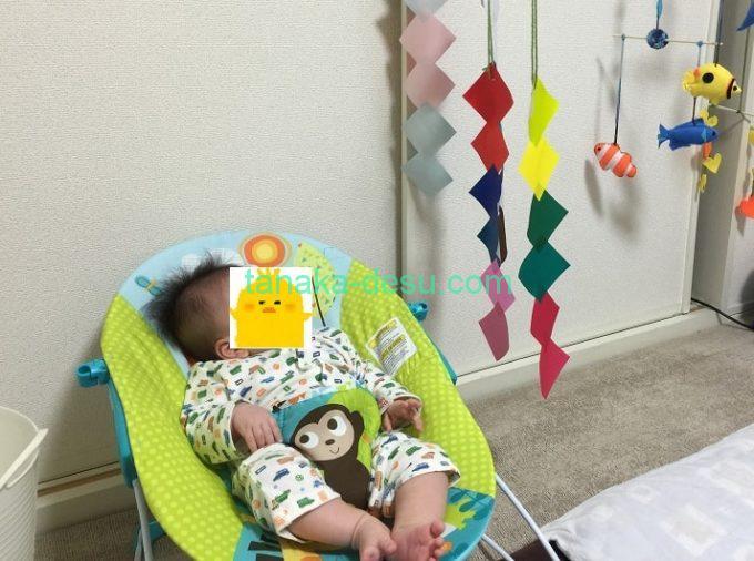 バウンサーとモービルと赤ちゃん