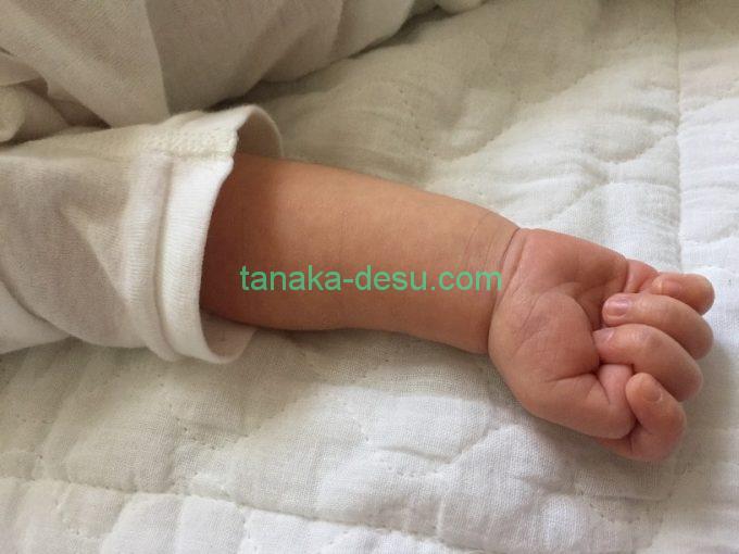 赤ちゃんの腕