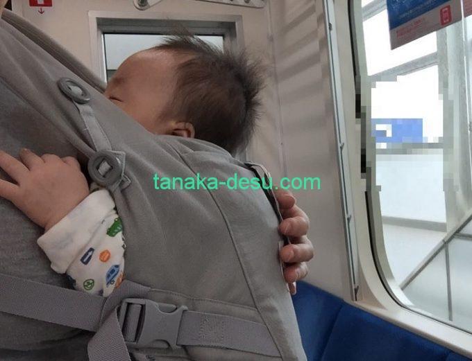 エルゴアダプトで眠る赤ちゃん