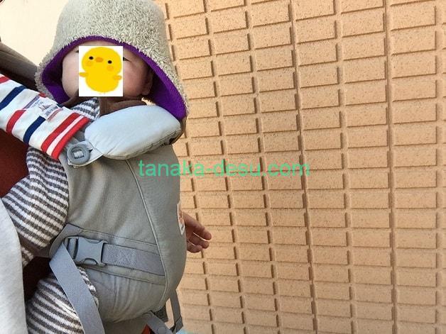 エルゴアダプトで抱っこされている6ヵ月の赤ちゃん