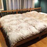 シングルベッドを3つ並べて、赤ちゃんも一緒に家族4人で寝ます!