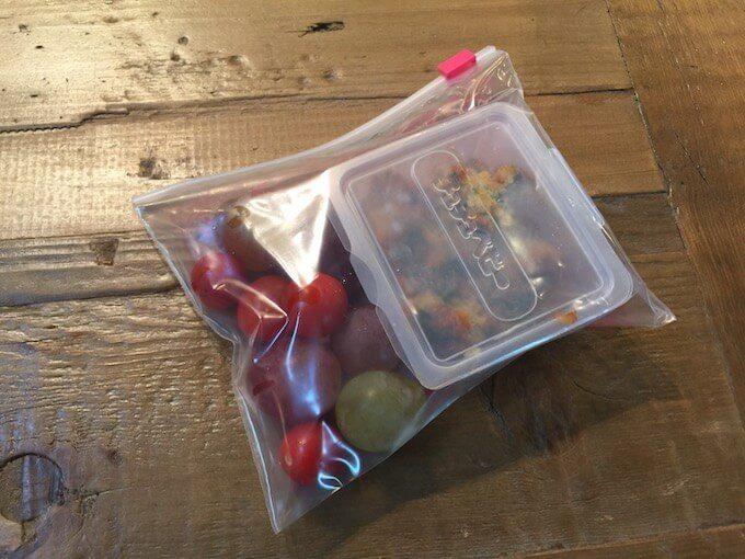 冷凍用にパックしたフルーツ